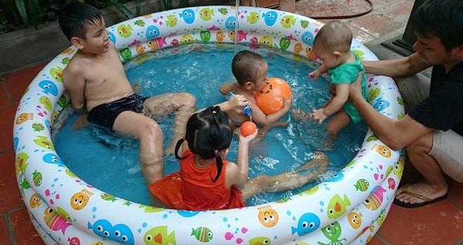 Hà Nội: Sôi động thị trường bể bơi mini cho trẻ em