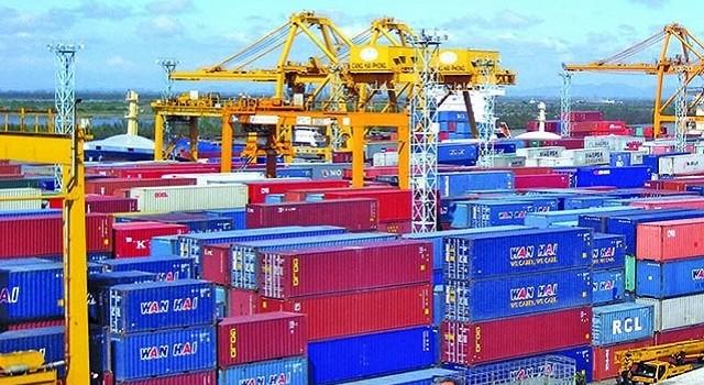 """Đau đầu với 5.000 container """"vô chủ"""" ở cảng Hải Phòng"""