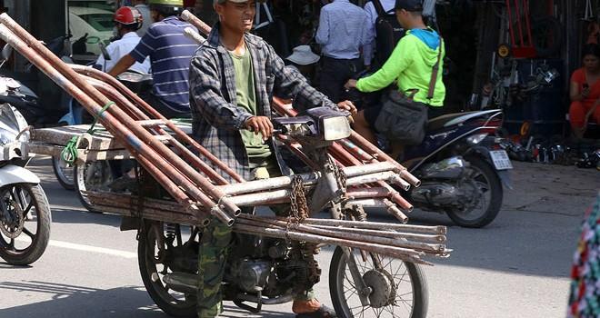 Hà Nội: Xe cũ nát vẫn tung hoành trên phố