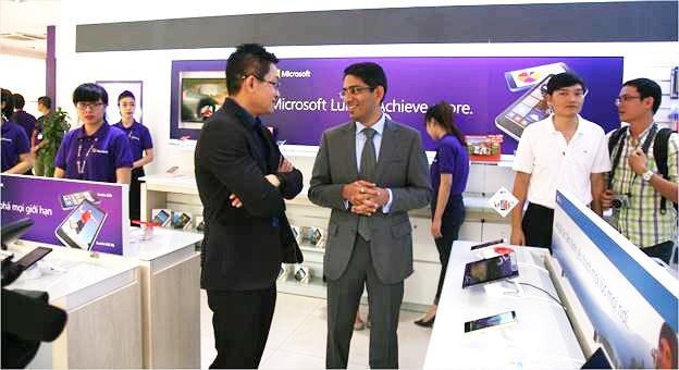 """Các hãng công nghệ """"đua nhau"""" mở cửa hàng phân phối tại Việt Nam"""