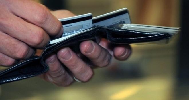 Không xài mà thẻ tín dụng bị trừ tiền