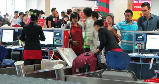 Công khai tình trạng chỗ các chuyến bay ở quầy vé sân bay
