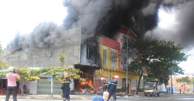 Cháy nổ kinh hoàng kho sơn Đà Nẵng: Thiệt hại 10 tỷ