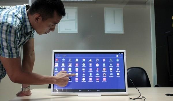 """Cận cảnh máy tính bảng Toshiba """"khổng lồ"""" 24 inch tại TP.HCM"""