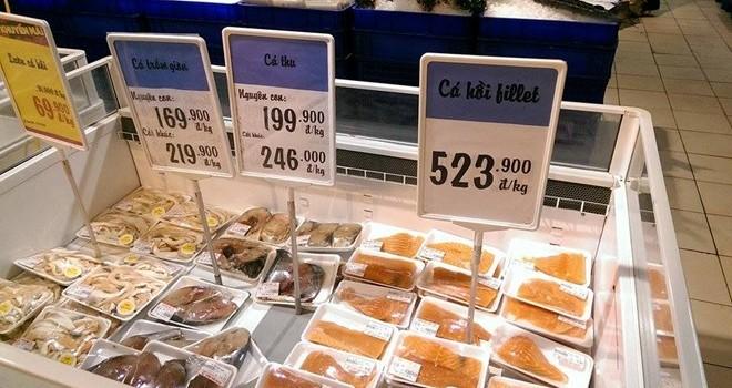 Cá hồi nhập khẩu loạn giá ở Hà Nội và TP HCM