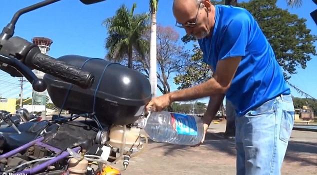Xe máy chạy gần 500 km bằng 1 lít nước