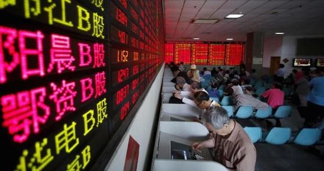 """Người trẻ """"xông pha"""" trên thị trường chứng khoán Trung Quốc"""