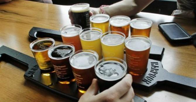 Siết chặt quảng cáo rượu bia làm giảm tai nạn giao thông