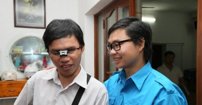"""Tiến sỹ Việt sáng tạo """"mắt thần"""" miễn phí cho người khiếm thị"""
