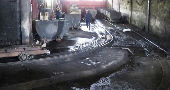 Lại lo bục nước hầm than