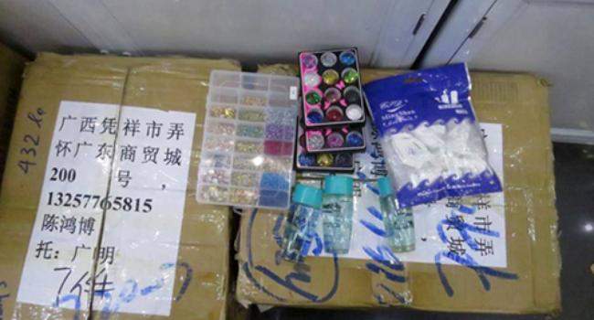 Hà Nội: Phát hiện cơ sở kinh doanh mỹ phẩm lậu của người Trung Quốc