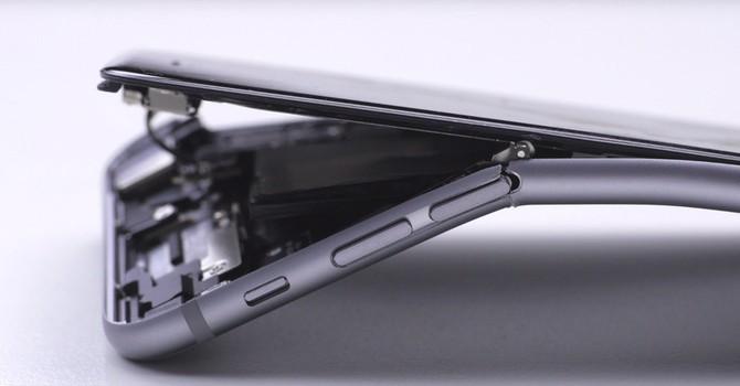 """iPhone 6s sẽ khó bị """"bẻ cong"""""""