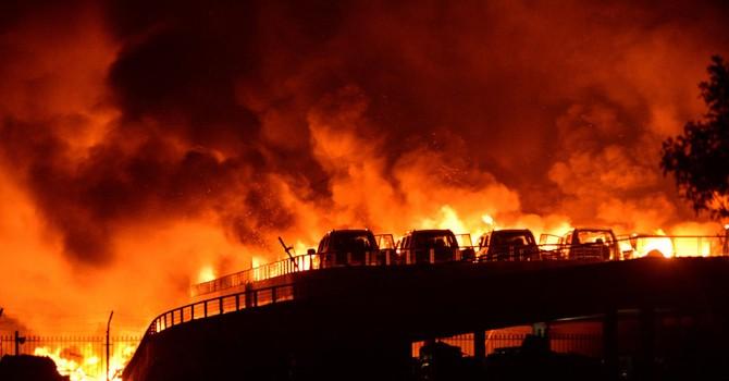 [Photo] Cả bầu trời rực đỏ trong vụ nổ kinh hoàng ở Trung Quốc