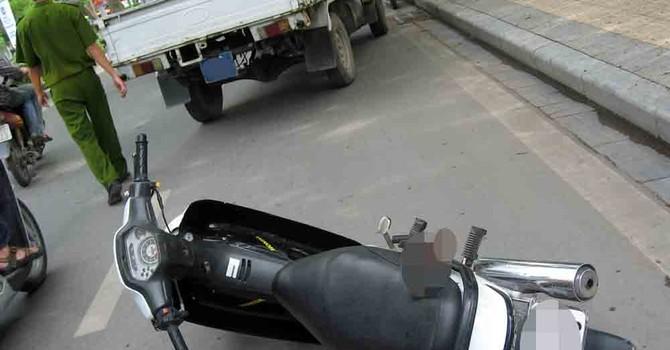 Xe máy chứa hơn một tỷ đồng bỏ lại bên lề đường