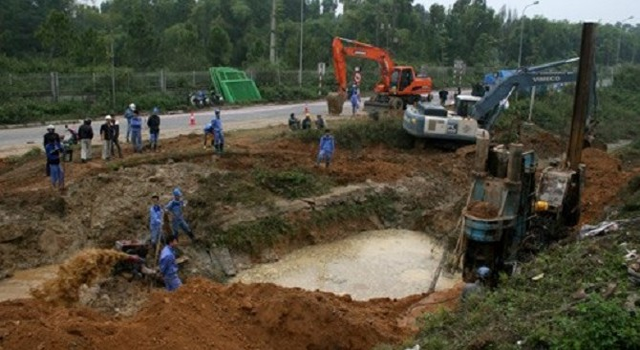 Người Hà Nội phấp phỏng lo đường ống nước sông Đà … lại vỡ