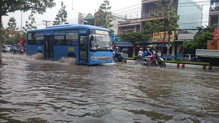 Chờ chống ngập - phố biến thành sông