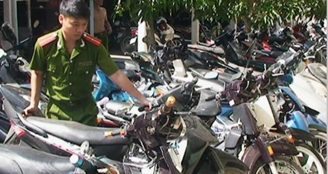 Thu giữ 93 xe máy không rõ nguồn gốc tại tiệm cầm đồ