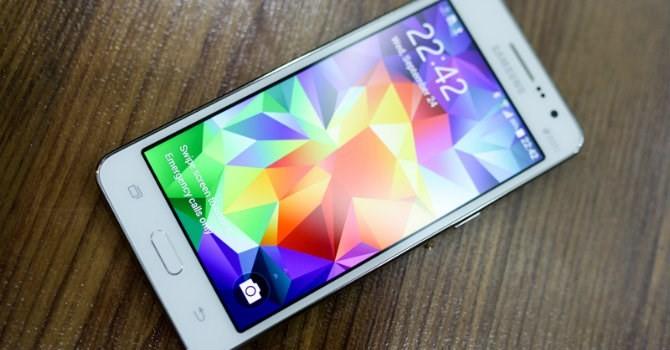"""Tháng 8: Smartphone tầm trung vẫn """"hot"""", tivi tăng chậm dù giải Ngoại hạng Anh bắt đầu"""