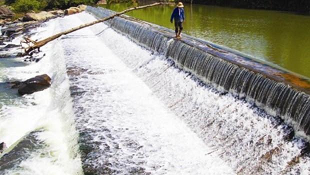 Giá nước có thể tăng khi thuế nước sạch dự kiến tăng từ 3% lên 5% từ 1/6/2016