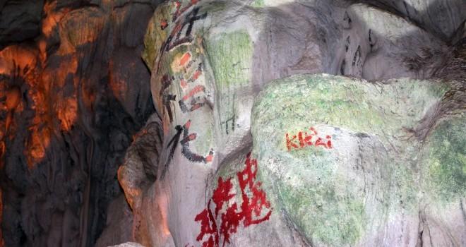 Loạn chữ Trung Quốc trong các hang động trên vịnh Hạ Long: Di sản thiên nhiên thế giới bị bôi bẩn