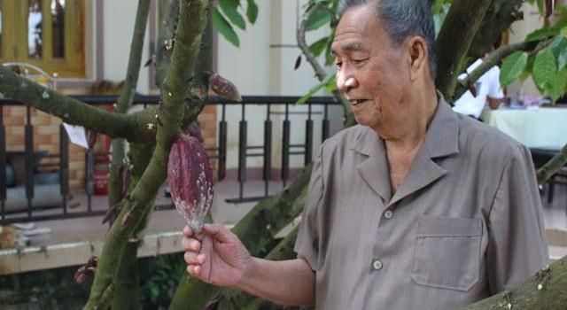 Người Việt Nam đầu tiên sản xuất rượu từ... cây ca cao