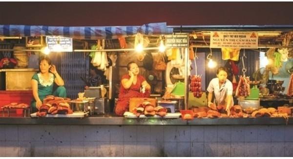 Vì sao Vingroup đi bán rau, Thế Giới Di Động chọn bán thịt?