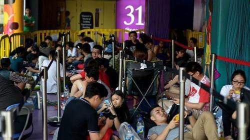 Hai triệu đồng cho một chỗ xếp hàng mua iPhone 6s ở Singapore