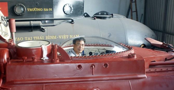 Công nghệ 24h: Người Việt chế tạo tàu ngầm lặn bùn, vượt cạn