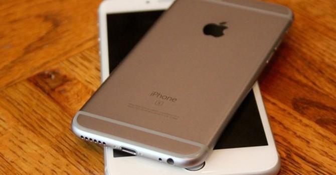 """Vì sao iPhone 6S xách tay không còn """"hot""""?"""
