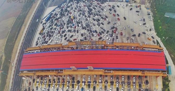 Choáng váng với cảnh tắc đường chụp từ trên cao ở Trung Quốc