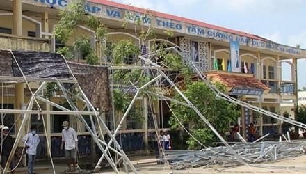 Nhà sập làm 11 học sinh bị thương do… nước mưa
