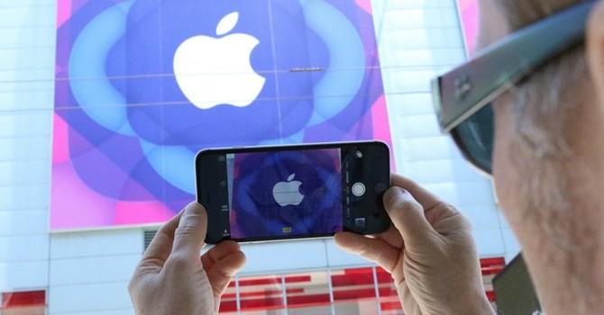 """Công nghệ 24h: HTC """"bắt chước"""" iPhone, Apple """"tăng nhanh"""" doanh số"""