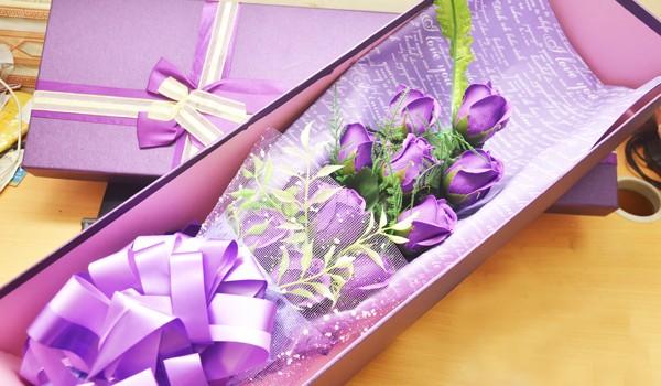 Hoa hồng sáp Trung Quốc lạ mắt, thơm như thật tung hoành thị trường