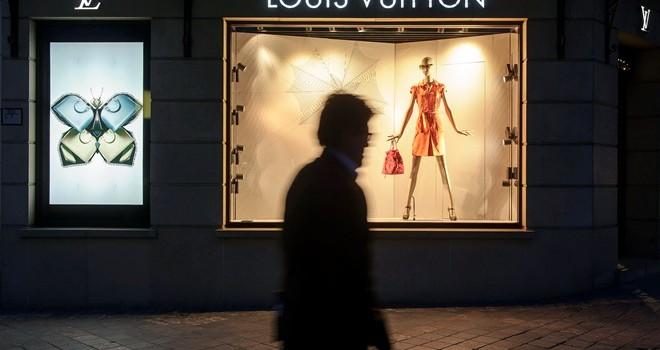 Vì sao thương hiệu Louis Vuitton ngày càng mất giá?
