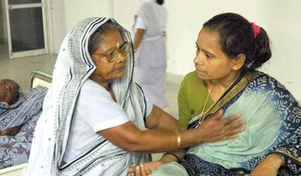 Kỳ tích người phụ nữ bán rau xây bệnh viện cho người nghèo