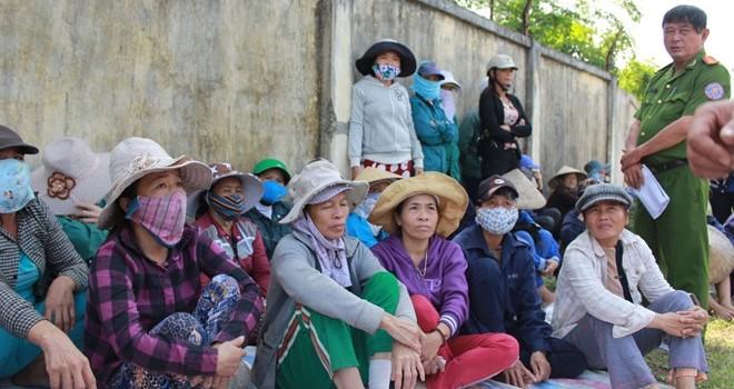 Bãi rác Khánh Sơn gây ô nhiễm nghiêm trọng: Hàng trăm người dân chặn không cho xe vào bãi đổ