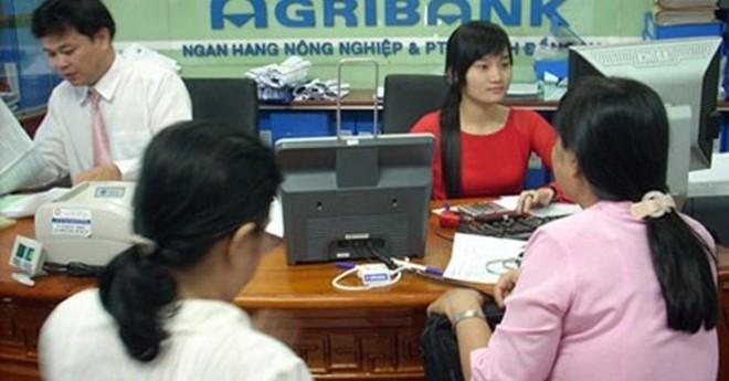 """Agribank ưu tiên con cán bộ: Công khai """"luật ngầm""""?"""
