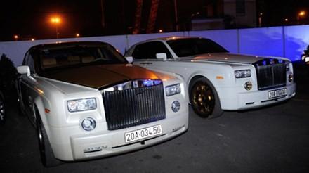 Lộ cặp đôi Rolls-Royce Phantom mạ vàng của đại gia Thái Nguyên