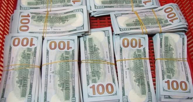 Khách mang 90.000 USD qua cửa khẩu sân bay Tân Sơn Nhất