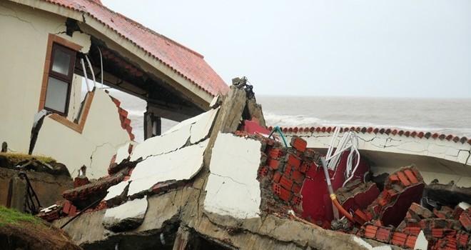 Sóng đánh sập resort hàng trăm tỷ ven biển ở Hội An