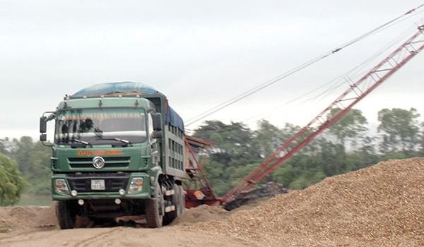 Đường trăm tỷ oằn mình chống xe siêu tải
