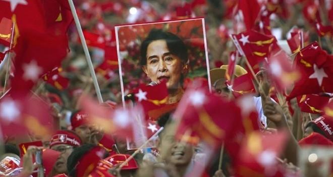 Đảng của bà Suu Kyi giành chiến thắng lịch sử trong bầu cử