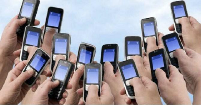 """Viettel, VinaPhone, MobiFone làm gì trước """"cơn bão"""" OTT?"""