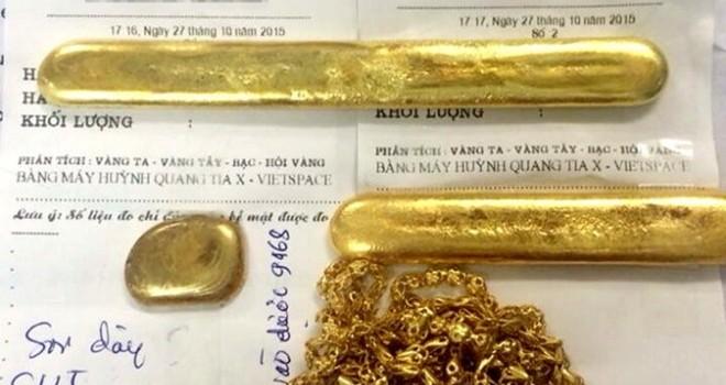 """Dư chấn """"vàng giả"""" Trung Quốc: Người dân đổ xô đi bán vàng mà không ai mua"""