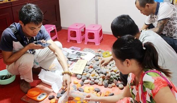 Kỳ lạ đá siêu nhẹ Trung Quốc đắt như vàng, giá 21 triệu một lạng