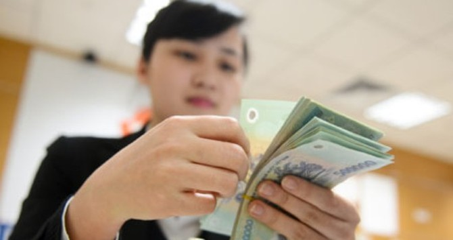 Hàng loạt ngân hàng cắt giảm mạnh lương thưởng