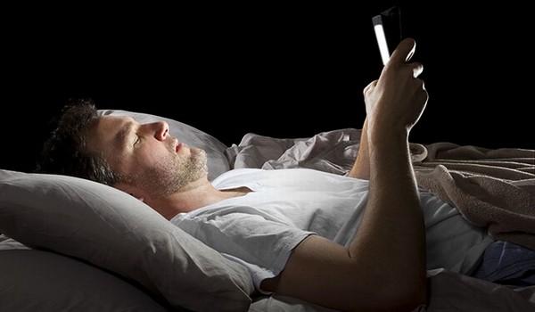 """""""iPhone khiến người dùng dễ mất ngủ hơn"""""""