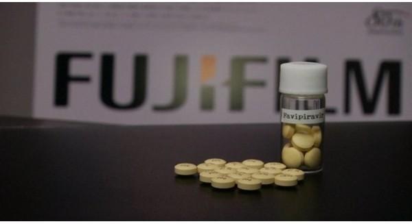 Máy ảnh phim hết thời, Fujifilm đi bán... thuốc chữa Ebola