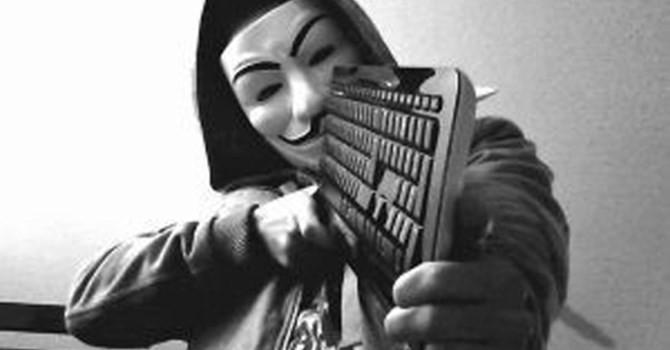 """[Sự kiện công nghệ tuần] Cuộc chiến """"bàn phím"""" giữa Anonymous và IS: Ai sẽ thắng?"""