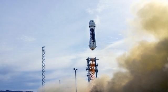 Ông chủ Amazon bất ngờ vượt mặt Elon Musk, phóng thành công tên lửa tái sử dụng